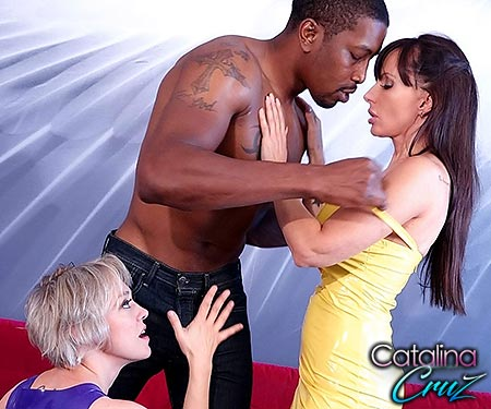 Catalina Cruz live sex show with Dee Williams and Isiah Maxwell threesome